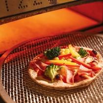 【ALL DAY DINING‐セリーナ】具材を選んで、自分好みの焼きたてピザが完成!