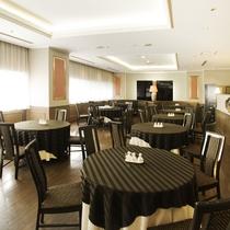 【中国料理・桃李】ご友人やご家族での会食にピッタリ。シンプルで高級感ある内装。