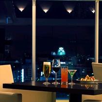 【バーラウンジ・夜間飛行】姫路城の幻想的なライトアップを眺めながら。