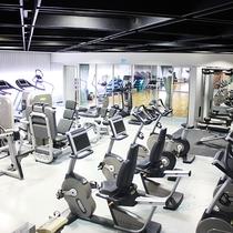 【ジム:フィットネス内】ウェイトトレーニングやランニングマシンなど、本格的なジムマシン