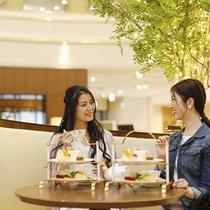 【ティーラウンジ‐ファウンテン】美味しいお茶やスイーツとともに、花咲く会話のひとときを。
