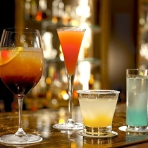 【バーラウンジ‐夜間飛行】話足りない夜のお供に、美味しいお酒はいかがでしょうか。
