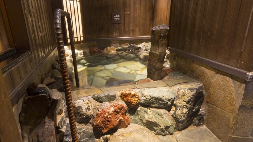 【男性】水風呂(水温約17℃)