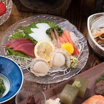 *夕食(刺身)一例/しっかりした牛肉に負けない新鮮な魚介もご用意