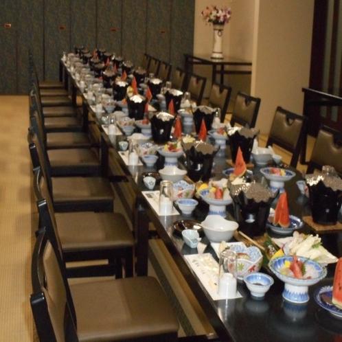 【 御会食場 】イスとテーブルなのでごゆっくりお召し上がり頂けます