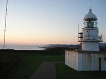 夕暮れの襟裳岬灯台2