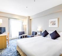 【ダブル】シモンズ製キングベッドを設置したお部屋は、ご夫婦や恋人同士でのご利用におすすめの空間です。