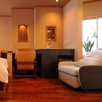 【二人静花】特別室/広縁の窓からは浅間山の風景をご覧いただけます。