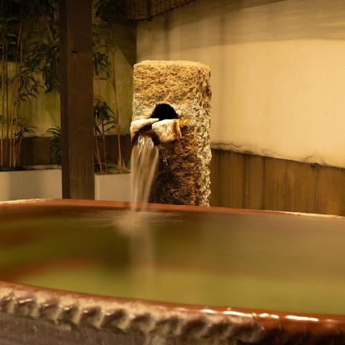 ◆庭の湯◆【陶の湯】ぜいたくに一人占めできる浴槽。混み合う時間帯は順番待ちになる人気のお風呂。