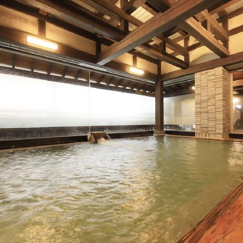 ◆川の湯◆【内湯】桧渕の枠木に頭を置き、上を見上げれば合掌造りの天井。