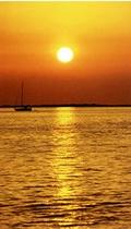 ゆっくりと沈む夕日を眺めながらくつろげる最高のロケ-ションです。
