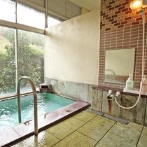 *鹿教湯温泉の上質なお湯を源泉かけ流しでお楽しみください。
