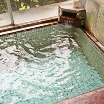*湯治にも良いといわれる鹿教湯温泉を贅沢にかけ流しでお楽しみください。