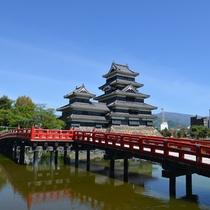 **【松本城】黒と白のコントラストが美しい城壁が特徴!是非日本の国宝を見に来てください!