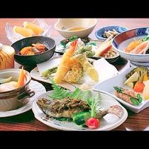 *お夕食一例/自家製や地元食材にこだわった田舎会席をお楽しみください。