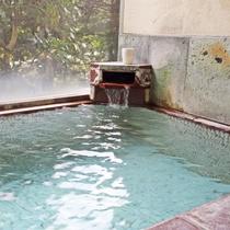 *鹿教湯温泉は血行促進にとても評判のいい弱アルカリ性の温泉です。お肌もつるつるに♪