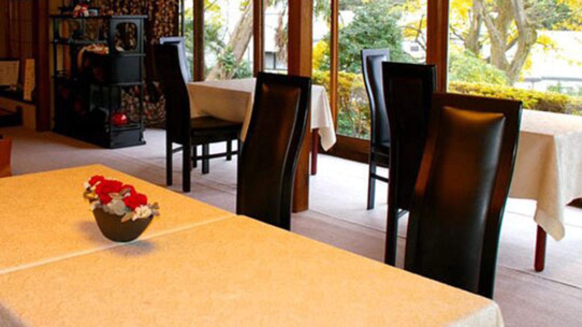 景色を眺めながらゆっくりとお食事をお楽しみください。