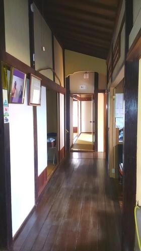 玄関一階廊下
