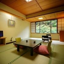 一般客室*目の前には渓谷、眼下には『湯川』のせせらぎ。会津の美しい四季を感じるのも旅の醍醐味♪