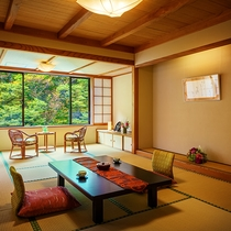■【渓谷側】展望檜風呂付客室■客室一例。和室からもお風呂からも渓谷美を愉しめます。