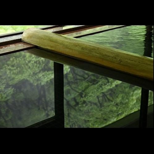 東山温泉でも珍しい自家源泉保有の宿。濃厚良質な生まれたての温泉がたっぷり溢れるのは湯庄の宿な