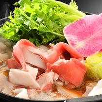 ■当館名物 猪肉のハリハリ鍋■良質な猪肉と新鮮な地元野菜の旨味が溢れる人気の逸品。
