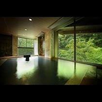 大浴場(男性用)*窓からは美しい会津の春夏秋冬を眺めながら大浴場でいつでも湯浴みを