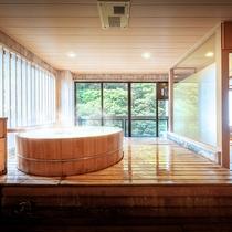 ■【渓谷側】展望檜風呂付客室■客室一例。誰にも邪魔されず温泉を愉しみたい方に人気の客室です。