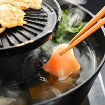 """■会津地鶏の焼きしゃぶ■専用の鉄板鍋で≪地鶏の旨味≫を""""焼き""""と""""しゃぶ""""で愉しむ。"""