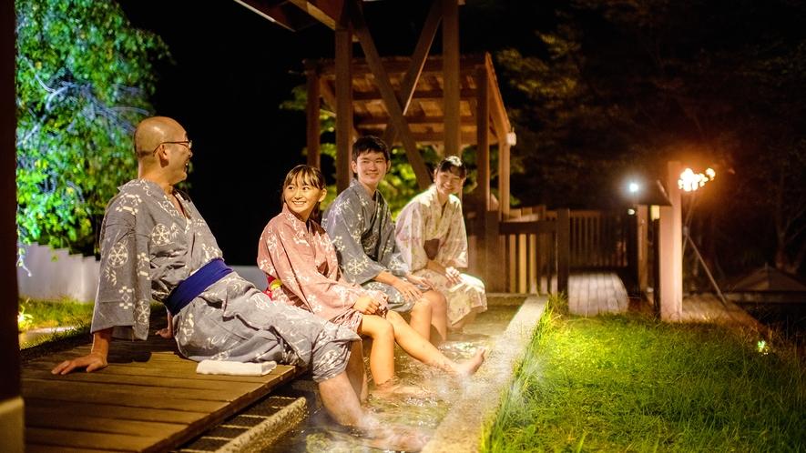 ■川どこ~あし湯~■川のせせらぎを聞きながら、自家源泉かけ流しの「天然あし湯」に癒される。
