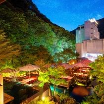 ■川床と外観■緑豊かな渓流沿いに佇む当館。源泉かけ流しの湯と会津の美食を心ゆくまでお愉しみください。