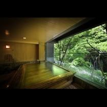 貸切風呂:滝見の湯*対岸の緑と眼下には湯川の渓流が流れ自然を体感できるお風呂