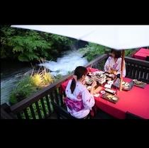 水辺のダイニング川どこ*月明かりの下で召し上がるお料理は、旬の素材の力をより一層際立てます。