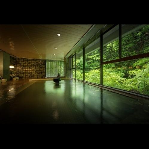 大浴場(女性用)*大きな窓からは美しい会津の春夏秋冬を眺めながら天気を気にせず湯浴みできる