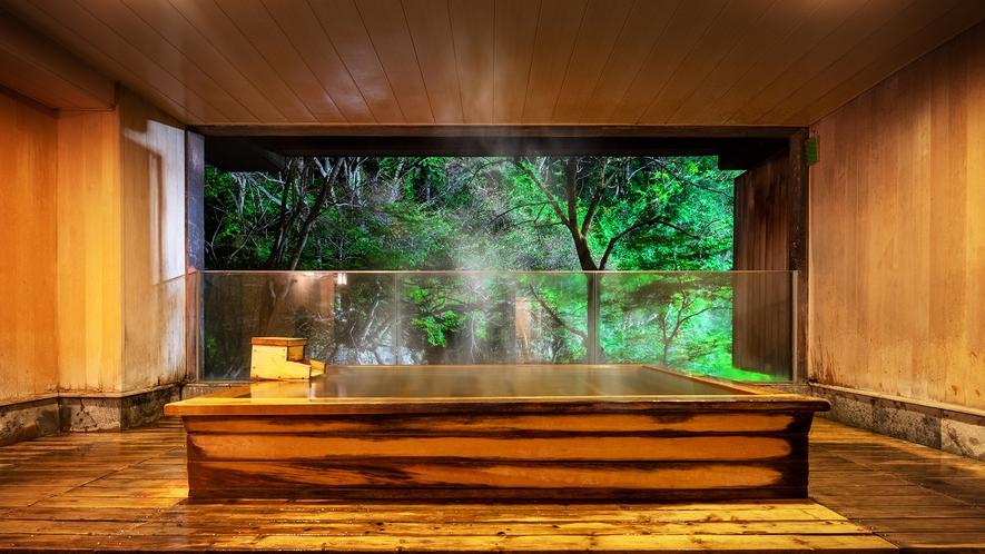 ■貸切風呂 瀧見の湯■目の前に広がる四季の移ろいに、思わず目を奪われます。