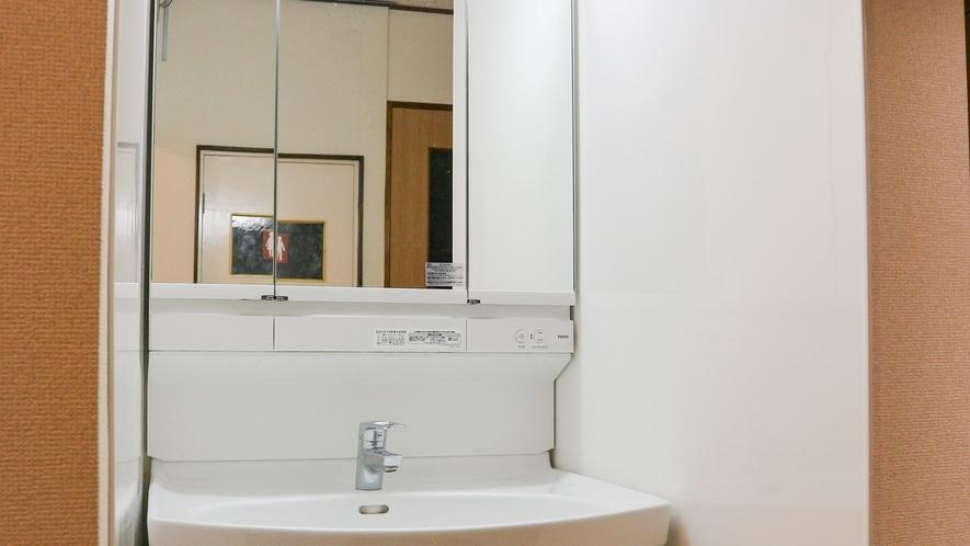 *【洗面所(1階)】ピカピカの洗面台ですっきりお目覚めください☆