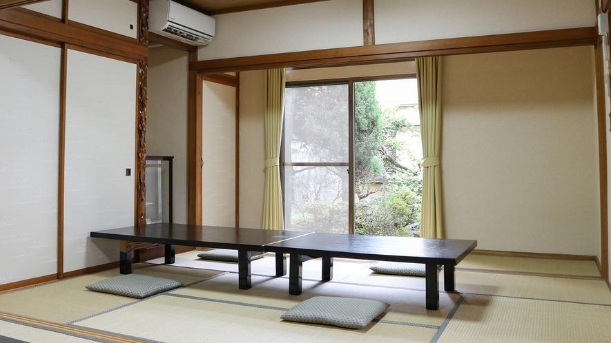 *【お食事処】中庭を望みながらお召し上がり頂ける、広々とした和室です。(ご要望あればご用意します)