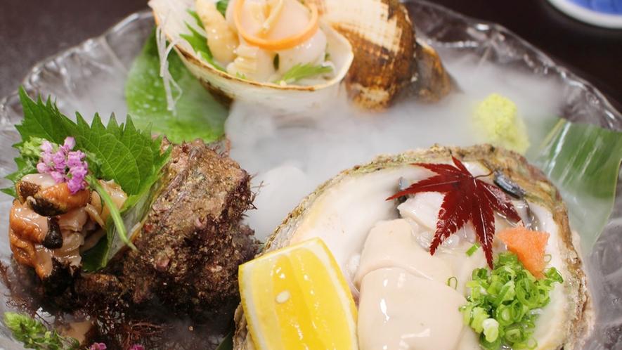 天然岩牡蠣・活きバイ貝・活きサザエ三種盛り