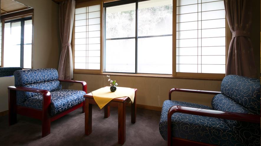 【スタンダード12畳客室】ほっと一息、ソファーでお茶を一杯♪