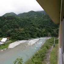 【特別室】清流黒部川に面した特別室からの眺め