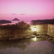 【露天風呂から天草の島々を望む】