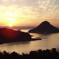 【天草の島々に沈む夕日】