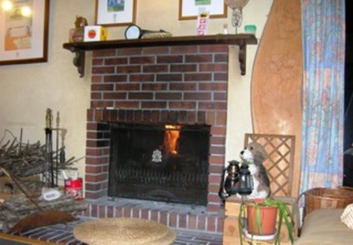 ロビーの暖炉の灯り