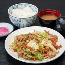 *ご夕食(一例) 肉野菜炒め定食