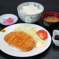*ご夕食(一例) とんかつ定食