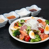 *居酒屋メニュー(一例) 板さん特選海鮮サラダ