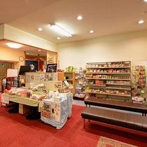 *売店(1F) 山梨限定土産、当館オリジナルクッキーなど