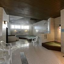 *大浴場(男湯) 多様な浴槽は地元のお客様にも好評です