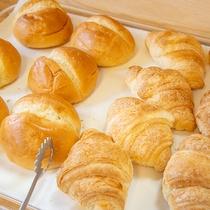 *ご朝食(一例) 洋食派にも嬉しい、パンと洋食おかずもご用意
