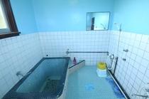 爽やかなブルーの浴室
